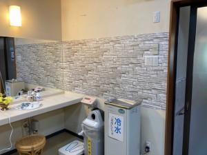 女性脱衣室-鏡サイド壁